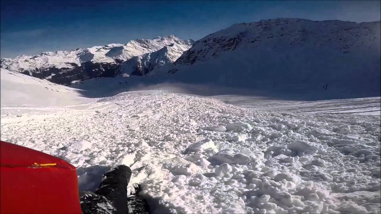 Video, mochila con airbag en funcionamiento en una avalancha