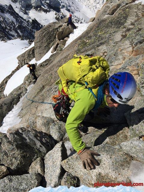 Arista de los Cosmicos (Chamonix) aquí guantes ligeros de cuero y chaqueta LIZARD de HAGLÖFS también con Con tejido Flexable™ Soft Shell.