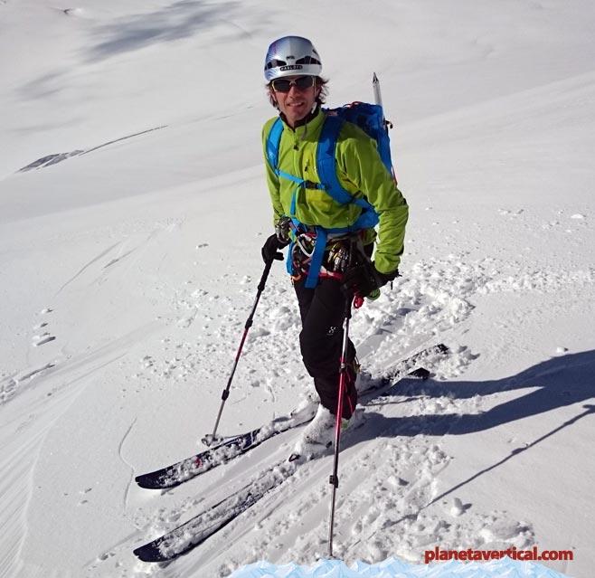 Esquiando en el Valle Blanco (Chamonix), con unos pantalones como los HAGLÖFS RANDO FLEX con tejido elástico FlexAble lo agradecerás muchísimo.