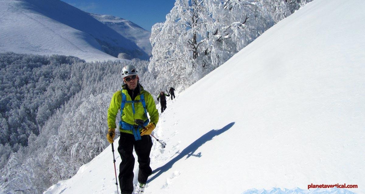 Espectacular nevada en el Pirineo Navarro, este día no era el más adecuado para llevar pantalón de Gore-Tex, ¡demasiado calor!